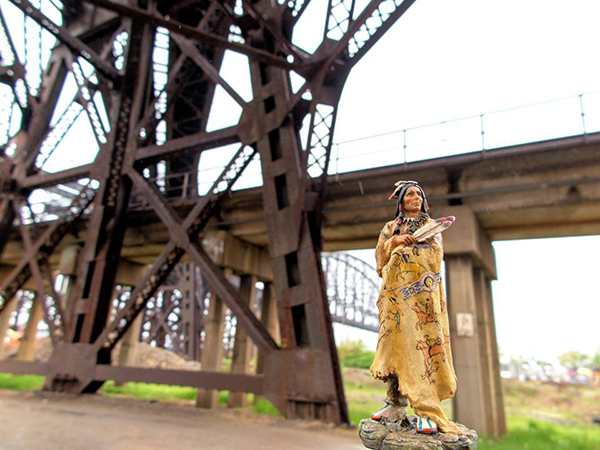 post_st-louis-bridge-red-robe_01_jeff-thomas