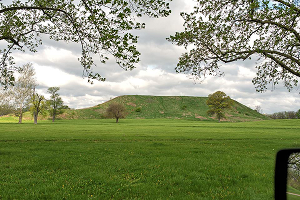 post_st-louis-cahokia-mound_01_jeff-thomas